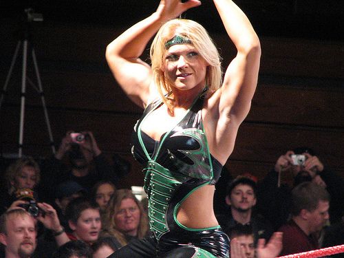 Beth phoenix gana un 15 diva battle royal previo al - Diva futura dvd ...