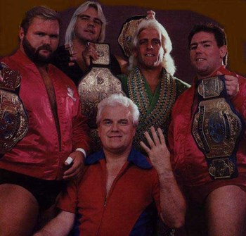 The Four Horsemen (Arn Anderson, Barry Windham, Ric Flair y Tully Blanchard con J.J. Dillon con Manager)