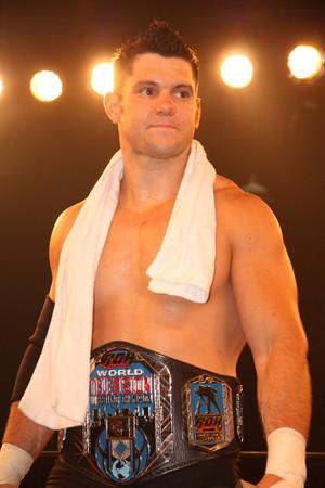 Eddie Edwards nuevo Campeón Mundial ROH