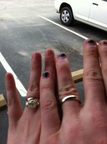 Mano izquierda de Bret Britt y Jeff Hardy después de casarse