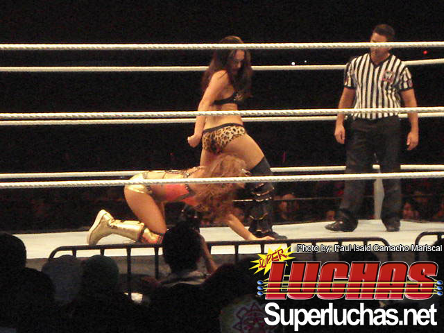 videos zu kelly torrez 1 wwe raw 6 8 2012 kelly kelly vs eve kelly