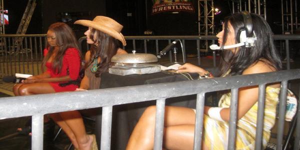 Ariane Andrew debuta como anunciadora de ring en Florida Championship Wrestling / Diva-Dirt.com