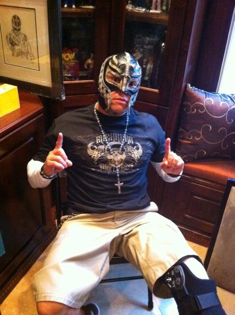 Rey Mysterio - VivaLaRazaShop.com / Twitter.com/mexwarrior