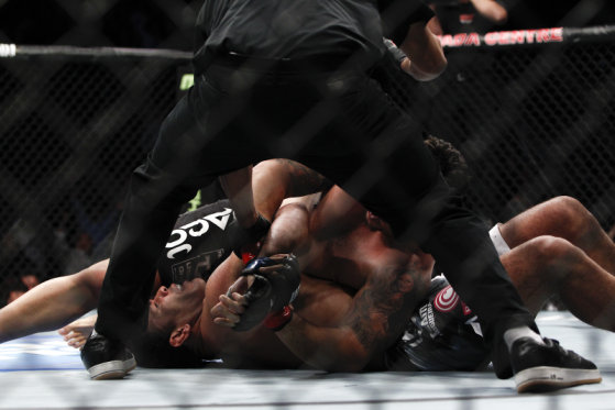 "Frank Mir Rompe el brazo de Antonio ""Minotauro"" Nogueira en UFC 140: Jones vs. Machida / UFC.com"