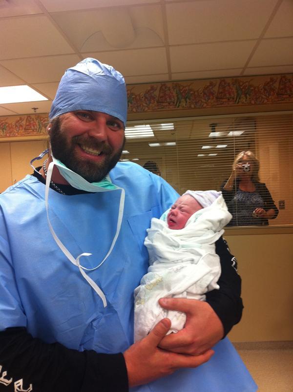 James Storm junto a su hijo Mason Janes (20.1.12) / Twitter.com/Cowboy_J_Storm
