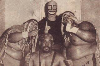 Relámpago Hernández junto a The Headhunters y Black Shadow