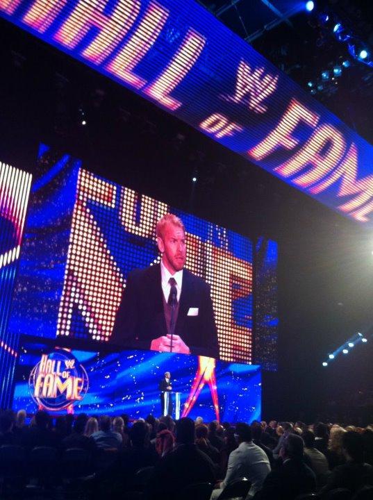 Christian presenta a su mejor amigo Edge al WWE Hall of Fame Class 2012 (31.3.12) / Facebook.com/WWE