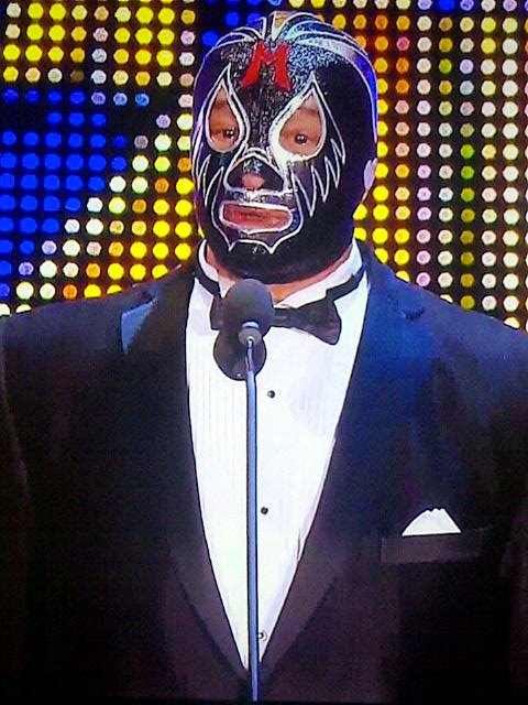 Mil Máscaras da su discurso en el WWE Hall of Fame Class 2012 (31.3.12) / Facebook.com/WWE