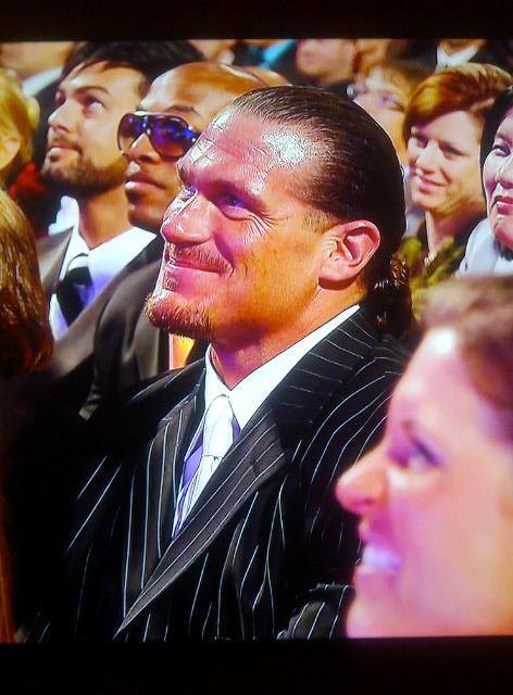 Rhyno ríe con el divertido discurso de Edge en el WWE Hall of Fame Class 2012 (31.3.12) / Facebook.com/WWE