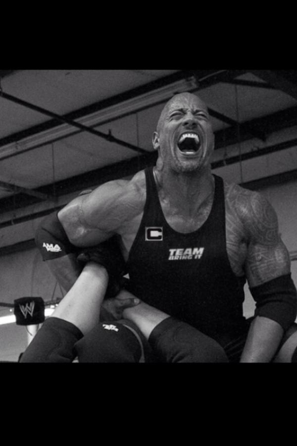 The Rock entrena rumbo a WrestleMania 28 (25.3.12) / Twitter.com/TheRock