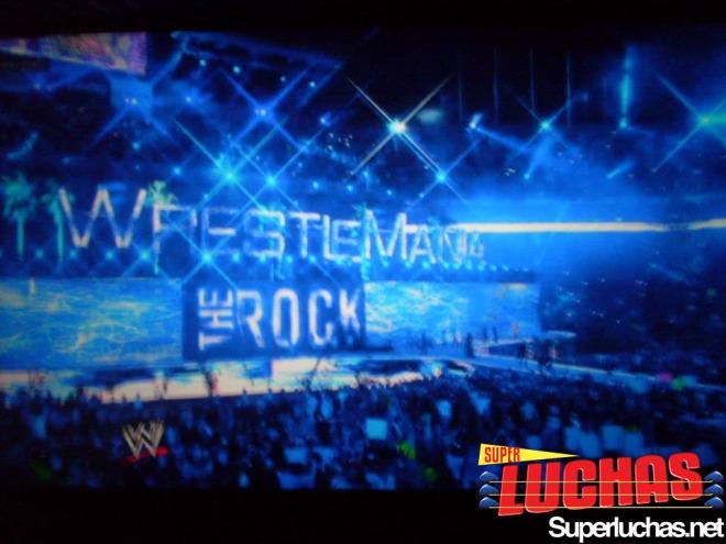 Se vive la entrada de The Rock en WWE WrestleMania 28 en Cinépolis Hayelos Bogotá / Photo by: Felipe Erazo
