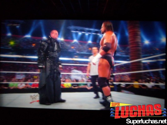 The Undertaker y Triple H Cara a Cara con Shawn Michaels como Árbitro Especial en  WrestleMania 28 desde Cinépolis Hayelos Bogotá / Photo by: Felipe Erazo