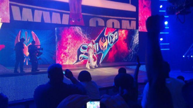 Sin Cara Regresa con nuevo Atuendo a las grabaciones de SmackDown (29/5/12) / Twitter.com/Kaptain_Skips