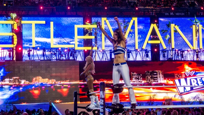 Kelly Kelly y Maria Menounos celebran su victoria en WWE WrestleMania 28 / Photo by: interbeat - Flickr.com