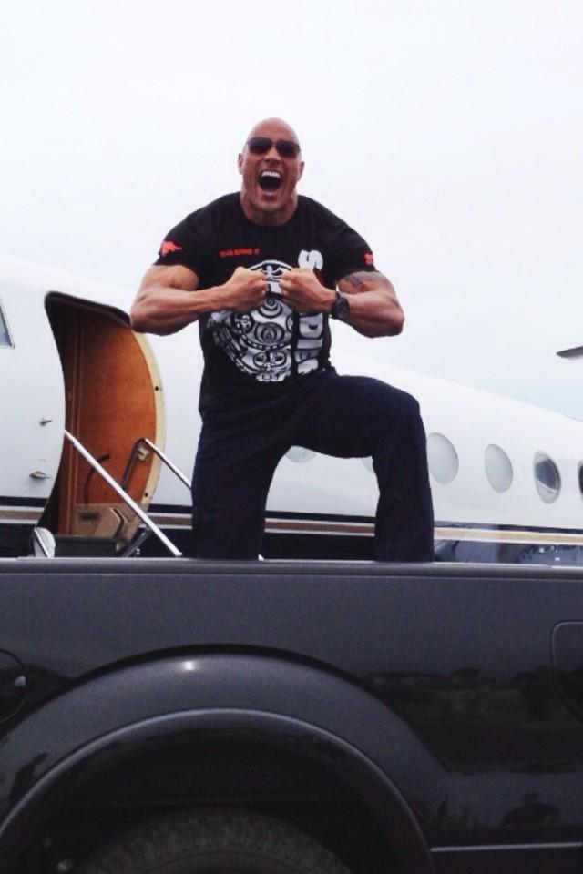 The Rock llega a Saint Louis, Missouri para el Episodio 1000 de RAW (23/7/12) / Twitter.com/TheRock