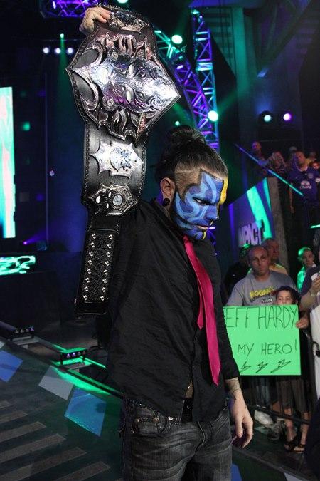 Jeff Hardy con el nuevo diseño del cinturón TNA / Imagen cortesía de Impactwrestling.com para Súper Luchas
