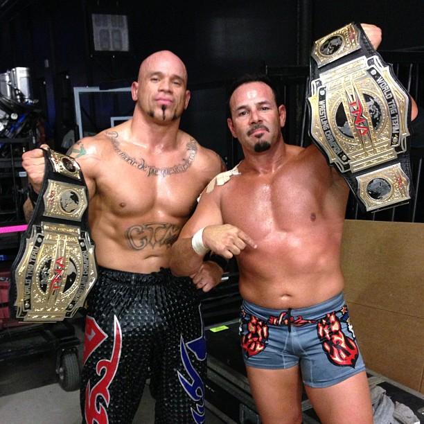 Chavo Guerrero y Hernández NUEVOS TNA Tag Team Champions (14/10/12) / iMPACTWrestling.com