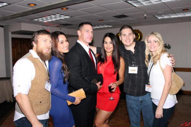 Daniel Bryan, Brie Bella, John Cena y Nikki Bella, en reunión de compañeros de High School de las Bella Twins (23/11/2012)