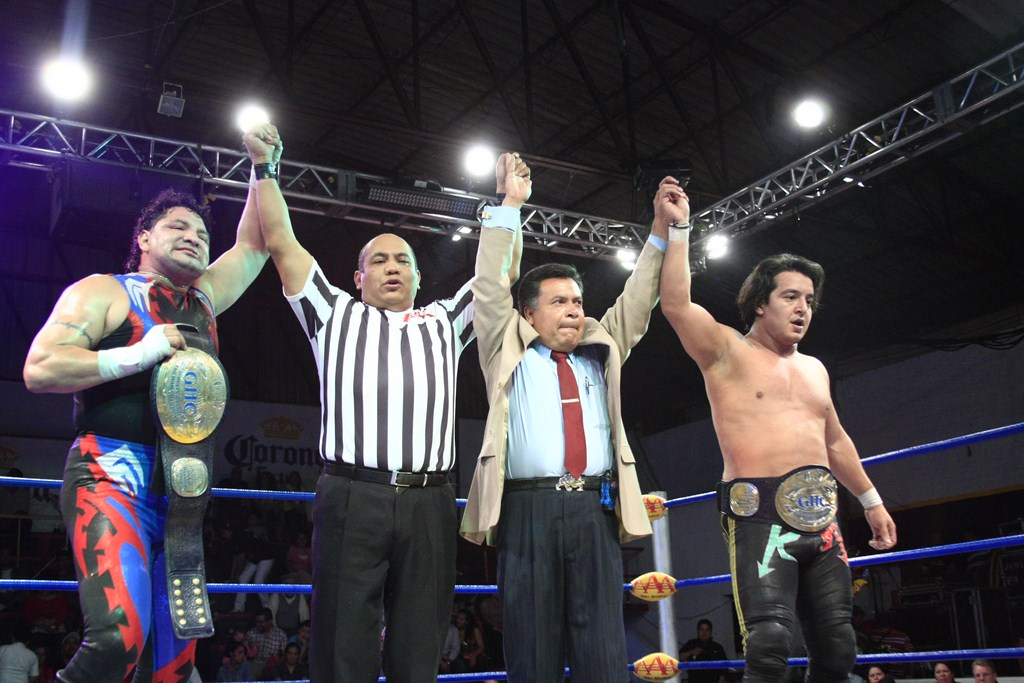 Los Mexitosos (Súper Crazy y Ricky Marvin) retienen los GHC Junior Heavyweight Tag Team Championships ante Daga y Halloween / AAA Fusión - Arena López Mateos de Tlalnepantla - (21/10/2012) - Imagen cortesía de Lucha Libre AAA para Súper Luchas
