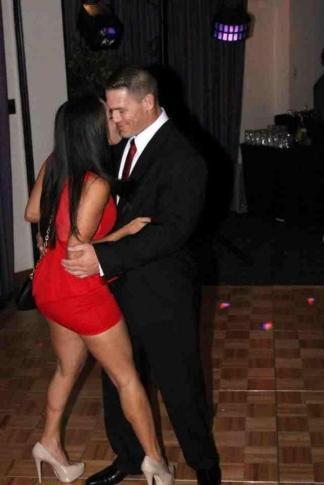 Nikki Bella (Nicole García) y John Cena bailando (23/11/2012)