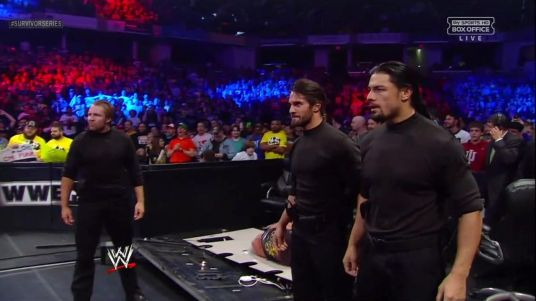 The Shield (Seth Rollins, Dean Ambrose y Roman Reigns) atacan a Ryback en WWE Survivor Series 2012