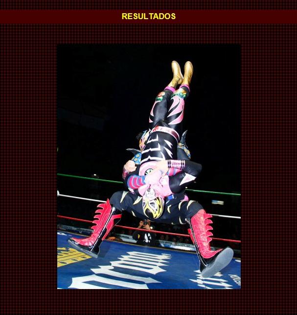 Kráneo castiga a Guerrero Maya Jr. con su Kráneo Special, para así ganar el Campeonato Nacional de Tríos junto a Psicosis (II) y Mr. Águila / Arena México - 16 de diciembre de 2012 / www.cmll.com