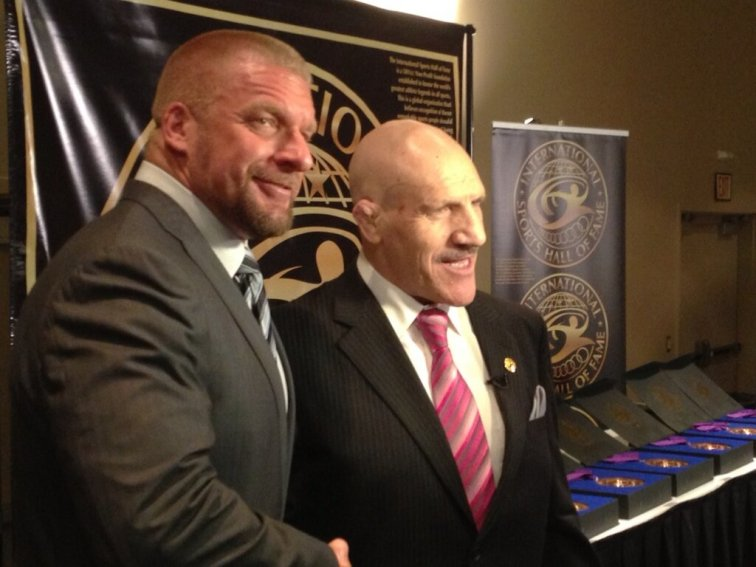 Triple H y Bruno Sammartino, Inducido al International Sports Hall of Fame 2013 / Twitter.com/TripleH