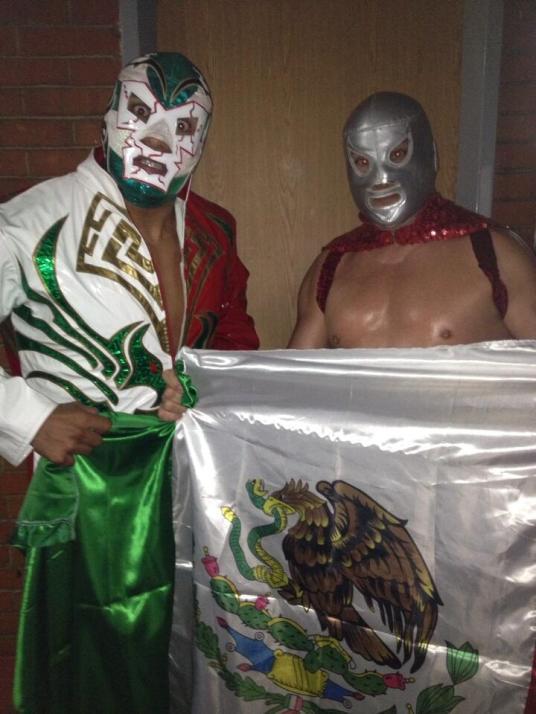 Todo X el Todo: Dr. Wagner Jr. y El Hijo del Santo unidos por México / Gimnasio Olímpico Juan de la Barrera, D.F. – 28 de abril de 2013 / Photo by @ElHijodelSanto en Twitter