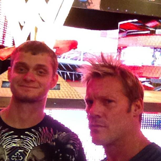 David Benoit (hijo de Chris Benoit) y Chris Jericho en Backstage de RAW (27/5/13) / Twitter.com/IAmJericho