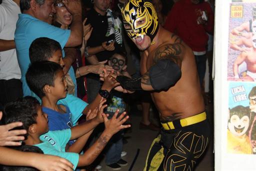 Imagen de la exposición HeArt of Lucha, en San Diego. Foto de agencia EFE.